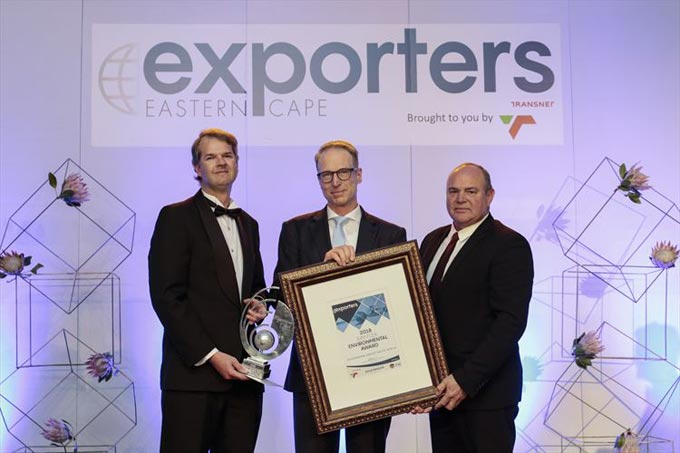 Henning Jens, Finance Director at VWSA (centre) receiving the SJM Flex Environmental Award from Quintin Levey, Exporters Eastern Cape (left) and Deon Joubert SJM Flex (right)