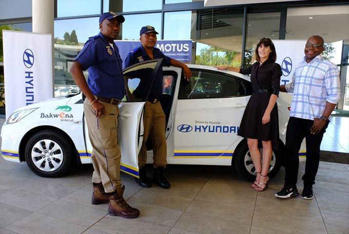 Superintendents Alpheus Tekake (left) and  Mawisa Maluleke from the Tswane Metrolopolitan Police department with Charmaine van Wyk, public relations officer of Bakwena N1N4, and Oscar Makola, marketing director of Hyundai Automotive South Africa, at the handover of six Hyundai Accents to be used during Bakwena's Christmas holiday road safety campaign.