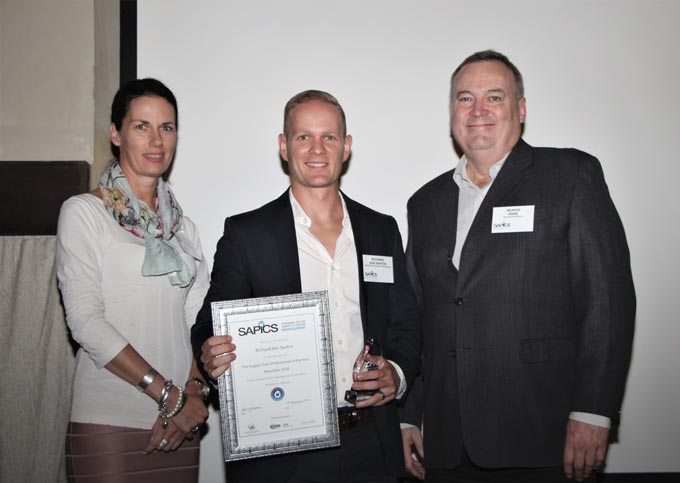 Supply Chain Professional of the Year, Richard Dos Santos (centre), with Ingrid Du Buisson of the Transport Education Training Authority (TETA) and SAPICS president Mungo Park