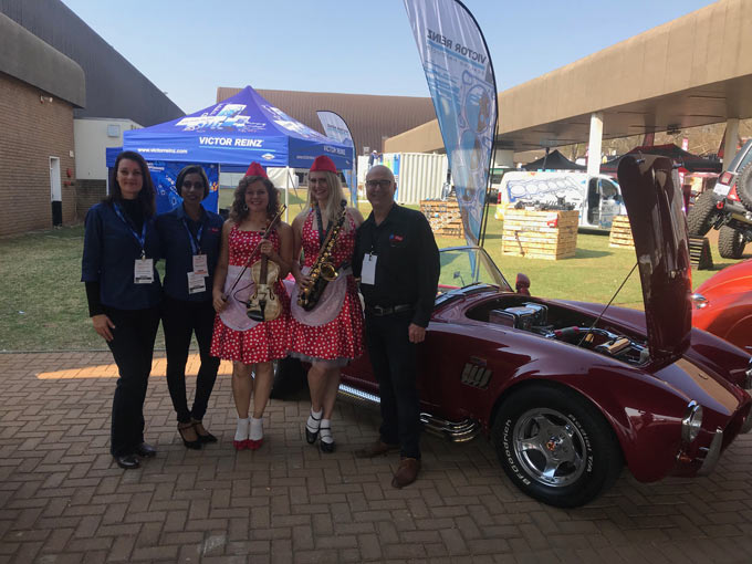 MIWA conference Automechanika 2019 - (From left) Brione Schoeman (MIWA), Prinola Govender (MIWA), ConGrazia performers with Pieter Niemand, Director of MIWA