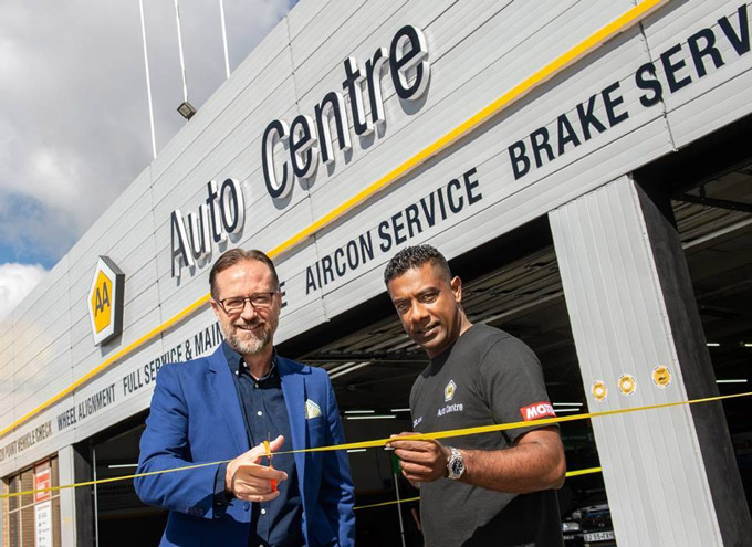 Automobile Association CEO, Willem Groenewald, (left), and AA Auto Centre owner, Noelan Vandayar, officially opening the first AA Auto Centre in Johannesburg.
