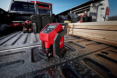 The lightweight Milwaukee M12 BI with integrated handle is easily transportable