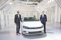 His Excellency, Paul Kagame, President of the Republic of Rwanda with Thomas Schaefer, Volkswagen Group South Africa Chairman, Managing Director and head of the Volkswagen Sub-Saharan region.