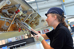 Aircraft assembly at Airbus: Imperial Logistics ensures that the right tool is available at the place of installation.