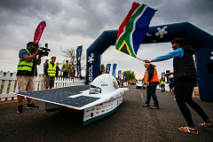 Nuon retakes the lead and bad weather forecasts slows down South African team
